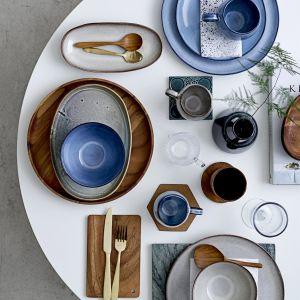 Rustykalna kolekcja naczyń Sandrine ze szkliwionej ceramiki. Fot. Bloomingville