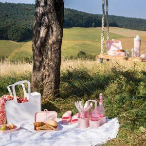 Nowa, pastelowa kolekcja marki Koziol to doskonała inspiracja do zorganizowania przyjęcia w ogrodzie lub wiosennego wypadu za miasto. Fot. Koziol / rossi.pl