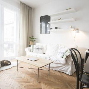 Jasne, białe ściany są wizytówką skandynawskich aranżacji. Fot. Mateusz Chołys / wnetrznosci.com
