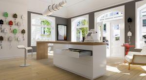 Szerokie szuflady prezentują się nowocześnie, ale też zapewniają mnóstwo miejsca do przechowywania. W kuchni sprawdzą się doskonale.