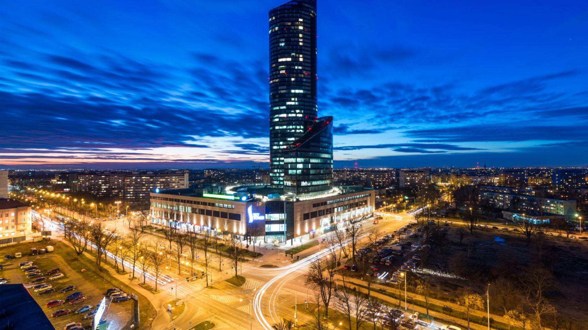 Sky Tower we Wrocławiu to trzeci najwyższy budynek w Polsce. Fot. materiały prasowe