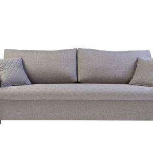 Vanessa to sofa z delikatnie pikowaną tapicerką, która wprowadzi do pokoju dziennego stylowy efekt. Posiada funkcję spania oraz duży pojemnik na pościel. Fot. Black Red White