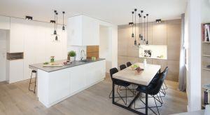 Czy bieli w kuchni to dobry pomysł? Zdecydowanie tak. Zobaczcie jak piękne prezentują się kuchnie urządzone wkolorze białym.