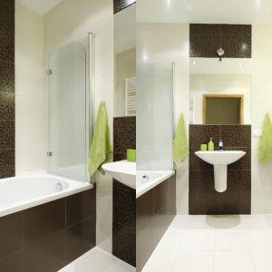 Wanna z parawanem w małej łazience. Projekt: Marta Kilan. Fot. Bartosz Jarosz