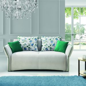 Dwuosobowa sofa Vario posiada funkcję spania. Cena ok. 2.227 zł. Fot. Stagra