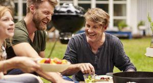 Z grilla bardzo dobrze może smakować nie tylko mięso, lecz także warzywa. Wystarczy odrobina kulinarnej kreatywności i odpowiednie akcesoria, by przyrządzić na grillu wyśmienite dania wegetariańskie.<br /><br />