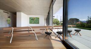 To idealna propozycja mebli na taras oraz do ogrodu. Ciekawie się prezentują i zapewniają wygodę siedzenia.