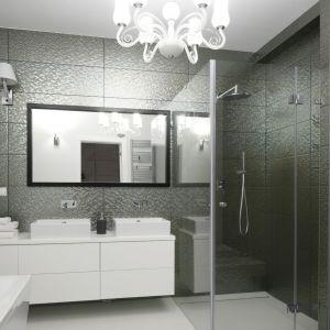 W klasycznie urządzonej łazience sprawdzi się lustro w ramie. Projekt: Ewelina Pik, Maria Biegańska. Fot. Bartosz Jarosz