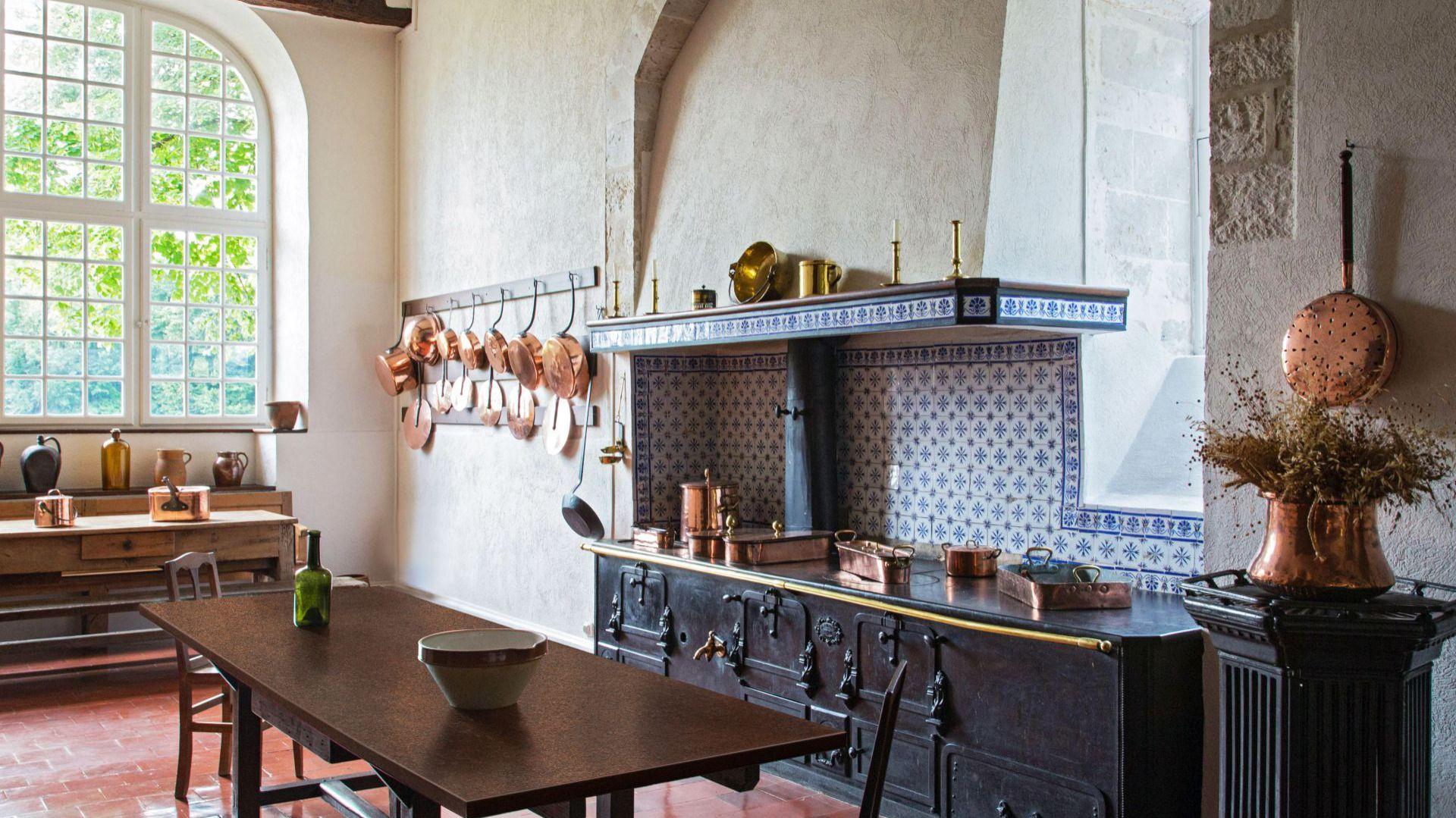 Metaliczne dekory w kuchni. Fot. Pfleiderer