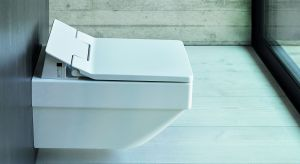 Toaleta z otwartym rantem spłukującym w technologii rimless, dodatkowo w specjalnej glazurze HygieneGlaze. Produkt zgłoszony w konkursie Dobry Design 2018.