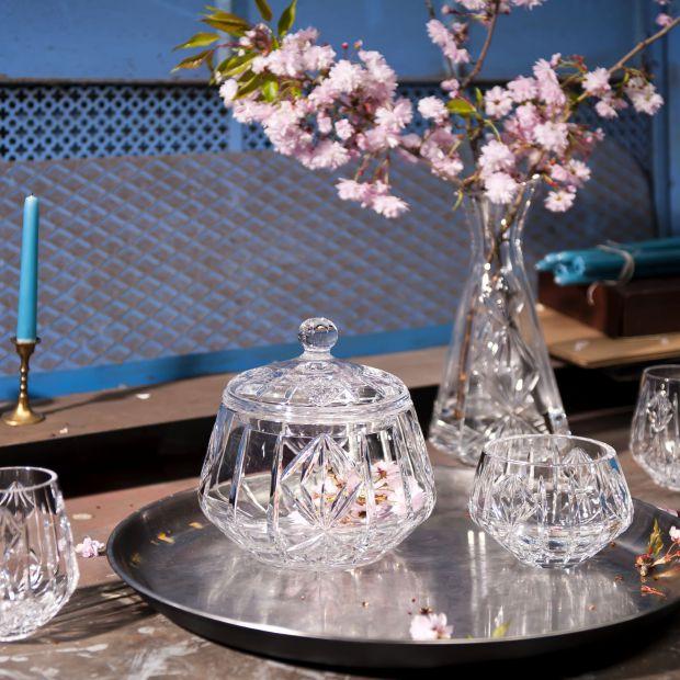 Kryształowe naczynia do jadalni - kolekcja inspirowana etno