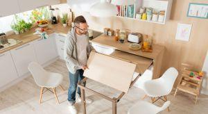 W małej kuchni warto wykorzystać wszystkie zakamarki, dzięki czemu kuchnia będzie funkcjonalna i praktyczna, tak samo, jakby była duża i przestronna.