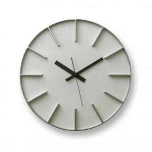 Zegar ścienny Edge wykonany z aluminium. Trzy czarne wskazówki uzupełniają minimalistyczny projekt. Fot. Lemnos