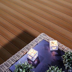 Deski tarasowe z drewna bambusowego. Fot. WildWood