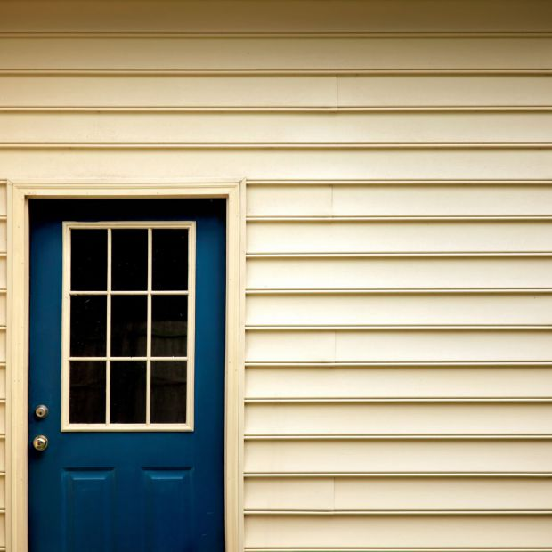 Farba do drewnianych okien i drzwi: zobacz nowość