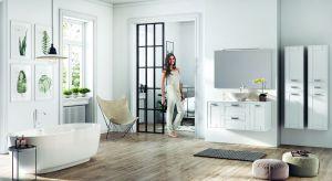 Biel, prostota, nuta drewna i praktyczne rozwiązania - to wyznaczniki stylu skandynawskiego.Jest wprost idealny do łazienek na każdy metraż.