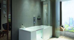 Zintegrowane szklane drzwi łatwo przekształcają wannę w dostępny, otwarty prysznic. Kiedy drzwi są otwarte do wewnątrz wanny, znikają pod wodoodpornym oparciem i pozostają niewidoczne.
