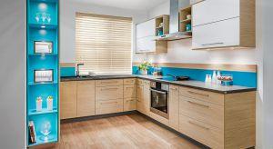 Dekoracja ściany nad blatem może całkowicie odmienić oblicze kuchni. Zobacz, jakie rozwiązania są teraz modne.