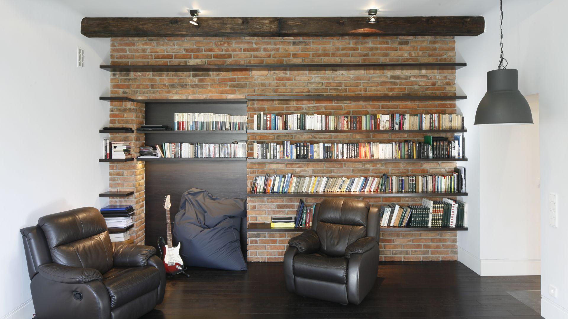 Biblioteczka w domu domowa biblioteka 20 pomys w for Biblioteczka w salonie