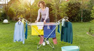 Tkaniny suszone na świeżym powietrzu pięknie pachną, a do tego mniej się niszczą. Wystarczy odpowiednia suszarka, aby móc cieszyć sięnajlepszym sposobem na szybkie i skuteczne wysuszenie prania.