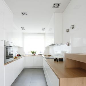 Aranżacja kuchni - materiały do wykończenia ściany nad blatem. Projekt: Joanna Ochota kuchnia. Fot. Bartosz Jarosz