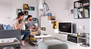 Nowoczesnemeble RTV sprawiają, że salon staje się przestrzenią niezwykle funkcjonalną. Zobacz, jakie udogodnienia zapewniają szafki przeznaczone pod telewizor.