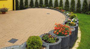 Ogród można podzielić na kilka stref, tworząc specjalne, tak zwane wnętrza ogrodowe: rekreacyjne, pracy, zabaw z dziećmi czy spotkań ze znajomymi.