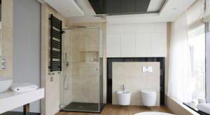 W naszej galerii pokazujemy Wam 10 zdjęć z różnych łazienek Polaków, w których prysznic stanął właśnie w narożniku pomieszczenia.