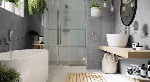 Nowoczesne, przestronne wnętrze łazienki wyposażone w praktyczne rozwiązania jest wygodne i sprzyja codziennemu relaksowi. Wystrój nie przytłacza różnorodnością i intensywnością barw.