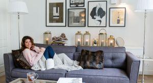 W najnowszej kolekcji dekoracyjnych tkanin i poduszek znajdziemy delikatne odcienie kremu, które mieszają się z białymi tonami i eleganckimi szarościami. Dekoracyjny motyw pióra pojawia się również na lampionach.