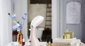 Wygładzi zagniecenia, usunie nieprzyjemne zapachy, ale również szybko odświeży ubrania. Ręczna parownica to przydatne urządzenie, które polubi każda pani domu.