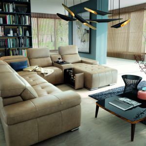 Narożnik Domo nie tylko wyposażony jest w funkcje relaks, ale również barek znajdujący się pod siedziskiem. Fot. Gala Collezione