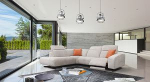 Nowoczesne sofy oferują dziś znacznie więcej, niż po prostu miejsce do siedzenia. Na tych modelach się zrelaksujesz.