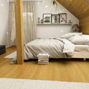 Sypialnia to ostoja prywatności gospodarzy, gdzie wyeksponowano  ulubione zdjęcia i pamiątki. Fot. Dom dla Ciebie Pracownia  Projektowa Archeco