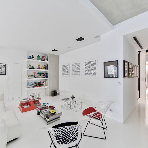 Remont w salonie. Jak zamalować ciemne kolory ścian