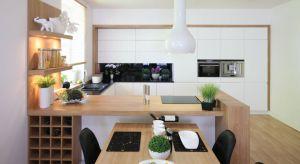 Półwysep sprawdzi się najlepiej w kuchni otwartej na salon bądź jadalnię, wymaga bowiem dobrej ekspozycji oraz przestrzeni. Sprawdźcie nasze pomysły.