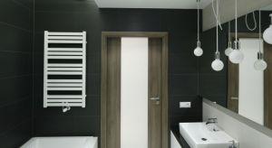 W naszej galerii wybraliśmy dla Was jedne z najciekawszych - naszym zdaniem - propozycji oświetlenia z projektów łazienek, które ukazały się na naszych łamach.