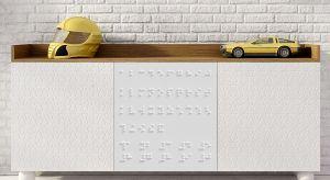 Prezentowane meble i fronty dedykowane są dzieciom niewidomym i niedowidzącym. Fronty poprzez różnorodność wzorów, wytłoczonych kształtów zwierząt, kontrastujących kolorystycznie, uwypuklonych i powiększonych napisów w alfabecie Braille uroz