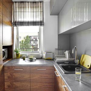 Mała kuchnia w bloku. Projekt: Ewelina Para. Fot. Bernard Białorudzki