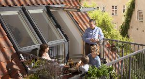 """Wyjście na taras oraz okno dachowe – te dwie funkcjonalności łączy w sobie jeden, innowacyjny produkt firmy VELUX, okno balkonowe GEL z nowej kolekcji """"Więcej Przestrzeni"""". Dzięki jego zastosowaniu mieszkańcy poddasza zyskują dodatkową prze"""