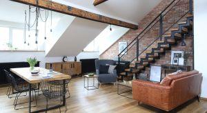 Położone w samym centrum Krakowa mieszkanie usytuowane jest na poddaszu starej, zabytkowej kamienicy. Odnajdziemy w nim elementy stylu industrialnego, ale też skandynawskiego. Jest nowocześnie, ale z elementami vintage.