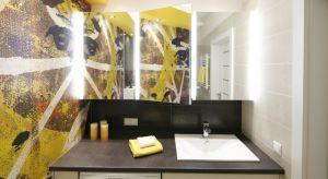 Nawet najmniejszą łazienkę można jednak urządzić tak, aby wydawała się większa. Jednym z najprostszych i jednocześnie bardzo praktycznych sposobów są lustrzane szafki.Jesteście ciekawi jak się prezentują w polskich łazienkach? Zapraszamy