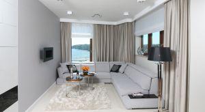 Szare ściany lub meble wypoczynkowe w różnych odcieniach szarości w salonie cieszą się niesłabnącą popularnością. Nic dziwnego, ponieważ aranżacje w tych kolorach są ponadczasowe i niezwykle eleganckie.