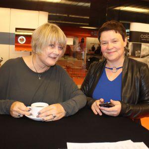 Prof. Ewa Kuryłowicz i prowadząca spotkanie Justyna Łotowska, Publikator