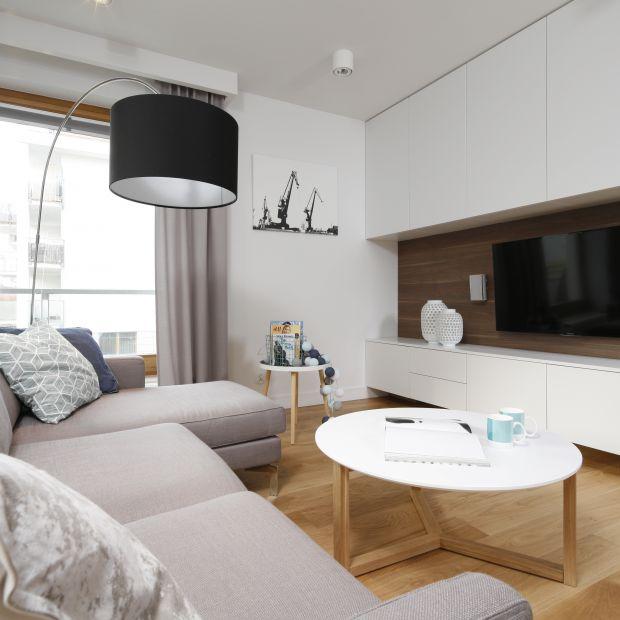 Ściana za telewizorem - 10 dobrych pomysłów do salonu