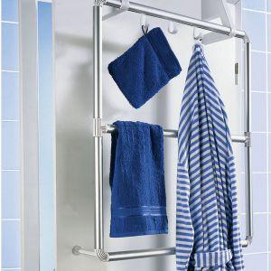 Uniwersalny wieszak Wenko Compact na drzwi prysznicowe. Fot. Emako.pl