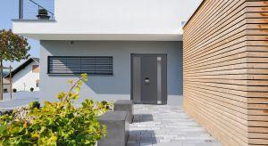Energooszczędne i bezpieczne drzwi firmy Hörmann cechuje ciekawe i ekskluzywne wzornictwo. Elegancję wielu nowoczesnych wzorów podkreślają m.in. niewidoczna rama skrzydła, ukryte zawiasy oraz aplikacje i uchwyty z aluminium i stali nierdzewnej. Pro
