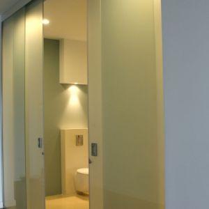Aranżacja wnętrza: drzwi przesuwne. Fot. CDA Polska