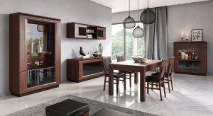 Niezależnie od stylu, w jakim będzie urządzony salon, zarówno goście jak i gospodarze powinni czuć się w nim swobodnie. Aranżacja opiera się zazwyczaj na kilku wysokiej jakości elementach meblowych umiejętnie ze sobą zestawionych oraz dodatkac