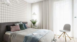 Aranżacja sypialni, z której korzystają dwie osoby może być nie lada wyzwaniem. Wymaga to umiejętności połączenia różnych stylów oraz potrzeb.